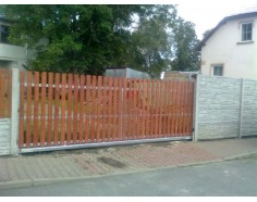 Brána posuvná samonosná. rám pozink. plast. výplň Standard