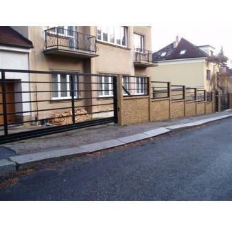 https://www.hezke-ploty.cz/296-598-thickbox/betonovy-plot-s-kovovou-vyplni-jekl-pozink-po-10cm.jpg